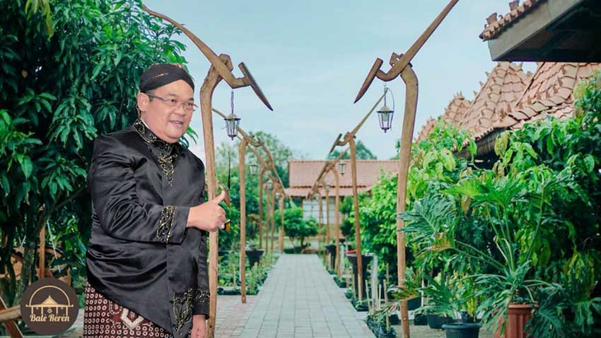 Purna Tugas, Mantan Rektor IniDirikan Rumah Makan Edukatif
